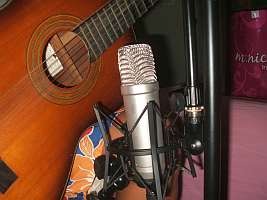 Microphone position for classical guitar recording