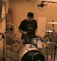 Microphones in recording drums